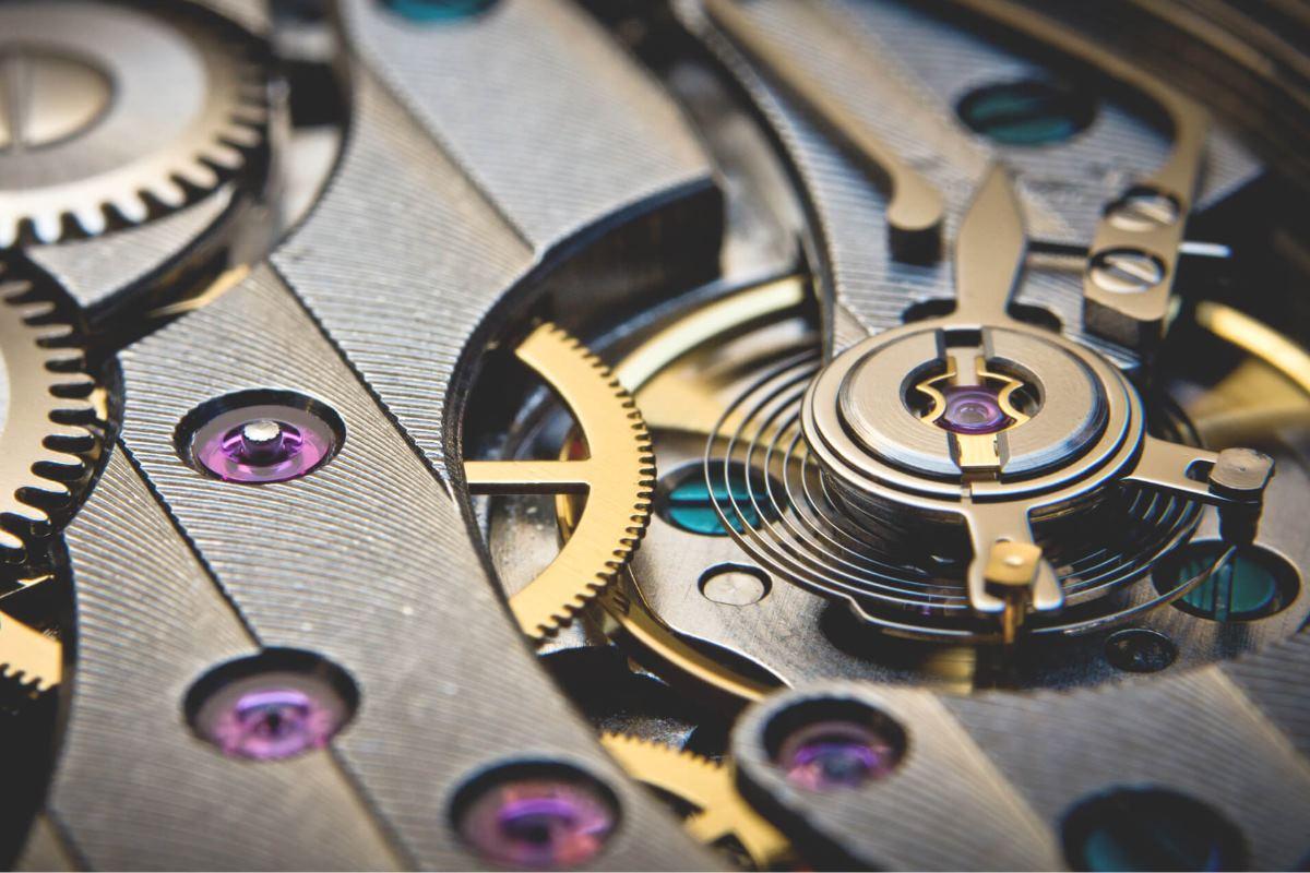 فرق ساعت های کوارتزی و مکانیکی